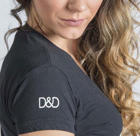 Logo Daniel y Desireé en camiseta
